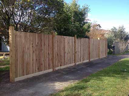 pine-timber-pickett-fence